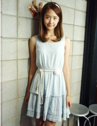 http://soneytown.files.wordpress.com/2011/04/110422yoona.jpg?w=369&h=479