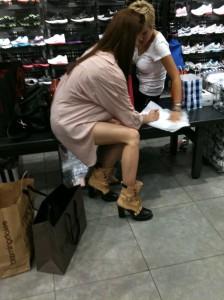 [PICS][120811] Yoona @ LA Beverly Hills Mall (FANTAKEN)